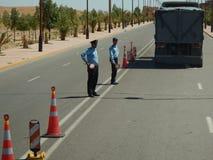 Ouarzazate, MAROKKO - 19. September 2013: Polizeimänner bei der Arbeit lizenzfreie stockfotografie