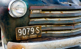 Oud abandonded vrachtwagen founf op een gebied Royalty-vrije Stock Afbeelding