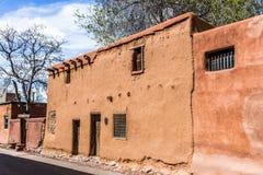 Oud Adobe-Huis, FE Kerstman, New Mexico, de V.S. Royalty-vrije Stock Afbeeldingen