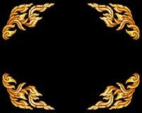 Oud antiek gouden Thais geïsoleerd de stijlpatroon van kader Houten deuren stock foto's