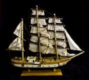 Oud Antiek ModelShip op Zwarte Achtergrond royalty-vrije stock afbeeldingen