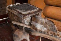 Oud apparaat om vacht te kaarden royalty-vrije stock afbeelding