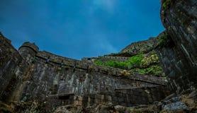 Oud architecturaal fort Lohgad dichtbij Pune, India stock fotografie