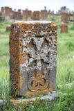 Oud Armeens khachkar steenkruis stock afbeelding