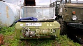Oud autovoertuig geschikt voor elk terrein royalty-vrije stock afbeeldingen