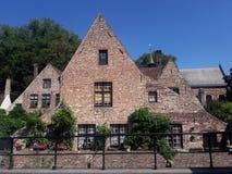 Oud beautifal middeleeuws huis in Brugge, Beigium De zomer stock foto's
