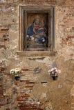 Oud beeld van madonna op muur Royalty-vrije Stock Foto