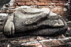 Oud beeldhouwwerk van Boedha bij Wat Mahathat-ruïnes thailand stock foto