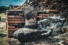 Oud beeldhouwwerk zonder hoofd en handless van Boedha Royalty-vrije Stock Foto