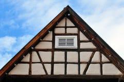 Oud betimmerd huis Royalty-vrije Stock Afbeelding