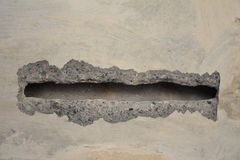 Oud beton met overdrukplaatje Stock Fotografie