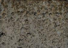 Oud beton met overdrukplaatje stock afbeeldingen