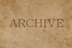 Oud bevlekt pakpapier met de afdruk van de ARCHIEFzegel royalty-vrije stock afbeeldingen