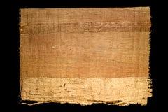 Oud blad van eenvoudige die papyrus van Egypte op een zwarte achtergrond wordt geïsoleerd stock afbeelding
