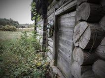 Oud blokhuis bij aard stock fotografie