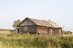 Oud blokhuis in dorp Royalty-vrije Stock Foto