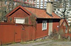 Oud blokhuis in het oude kwart in Stockholm Stock Foto's