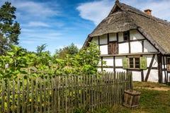 Oud blokhuis in Kluki, Polen Stock Afbeelding