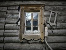 Oud blokhuis met venster royalty-vrije stock foto