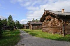 Oud blokhuis in Noord-Rusland Stock Afbeeldingen
