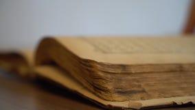 Oud boek stock videobeelden