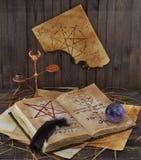 Het boek van de tovenaar Stock Fotografie