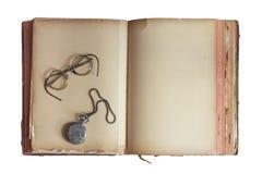 Oud boek met uitstekend glazen en zakhorloge royalty-vrije stock foto's