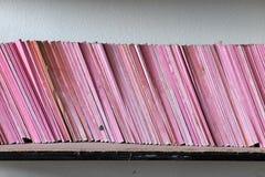 Oud boek op plank, Stock Foto's