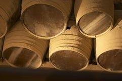 Oud bruin houten vat Stock Foto's
