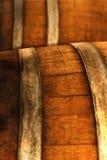 Oud bruin houten vat sherry stock afbeelding