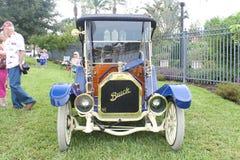 Oud Buick auto-1912 bij de auto toont Stock Afbeelding
