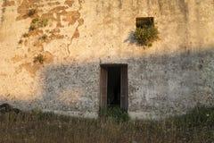 Oud buitenhuis Stock Afbeeldingen