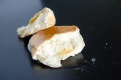 Oud cakebrood op lijst Stock Afbeeldingen