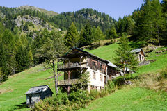 Oud chalet op Maggia-vallei Royalty-vrije Stock Foto's