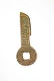 Oud Chinees bronsmuntstuk op een witte achtergrond Royalty-vrije Stock Fotografie