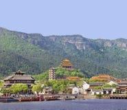 Oud Chinees dorp bij oever van het meer, Hengdian, China Stock Afbeelding
