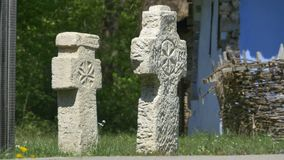 Oud christelijk steenkruis stock video