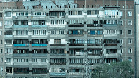 Oud communistisch flatgebouw Stock Fotografie