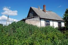 Oud concreet huis stock foto