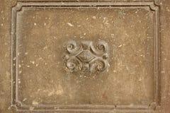 Oud Concreet Muurfragment met Met de hand gemaakte Sh Kader en bas-Hulp Stock Afbeelding
