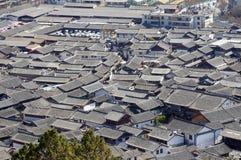 Oud dak in de oude stad van Lijiang, Yunnan China Stock Foto
