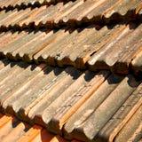 oud dak in Italië de lijn en de textuur van diagonale architectuur Royalty-vrije Stock Afbeelding