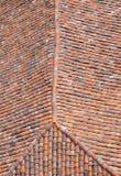 Oud dak met kleurrijke keramische tegels Stock Foto's