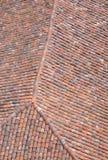 Oud dak met kleurrijke keramische tegels Stock Afbeeldingen