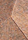 Oud dak met kleurrijke keramische tegels Royalty-vrije Stock Foto