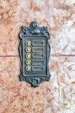 Oud de klokteken van de smeedijzerdeur - zonder etiketten op marmeren steen Royalty-vrije Stock Afbeeldingen