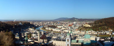 Oud de stadspanorama van Salzburg Stock Afbeeldingen