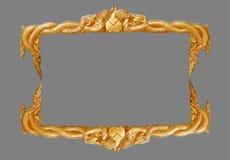 Oud decoratief gouden met de hand gemaakt kader -, gegraveerd die - op grijze achtergrond wordt geïsoleerd Stock Afbeelding