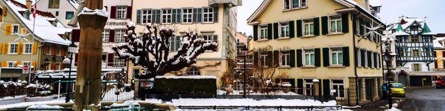 Oud deel van St Gallen, Zwitserland tijdens de sneeuwwinter royalty-vrije stock foto's