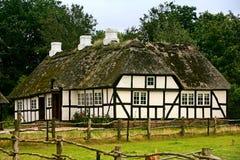 Oud Deens landbouwbedrijfhuis Stock Foto's